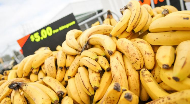 Pile-Of-Yellow-Bananas-For-Sale-Atr-A-Market-compressor